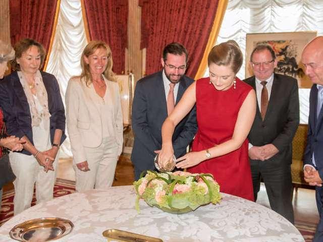 """Nouvelle rose """"Princesse Stéphanie Grande-Duchesse Héritière de Luxembourg"""""""