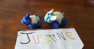 Dessin, modelage et travail sur les matières pour Justine