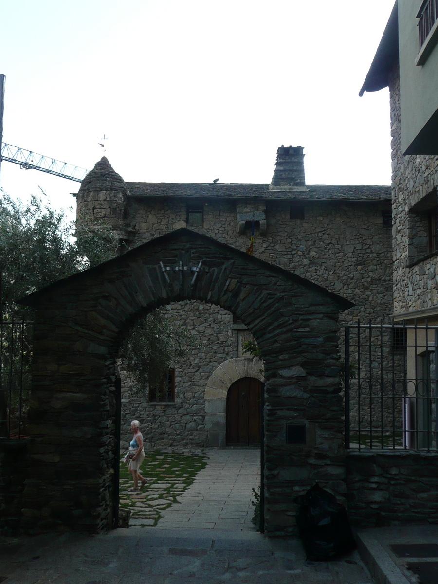 Suite en Andore, retour vers la ville ou de petits villages.