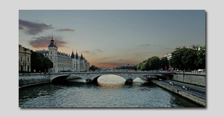 Paris La seine ou crépuscule