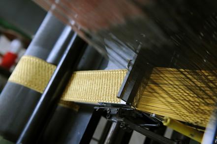 Une machine à galons de l'usine de passementerie de la Sarthe