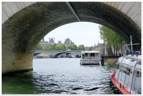 13.Visiter Paris. Sur la Seine