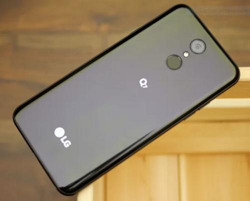 smartphone LG Q7