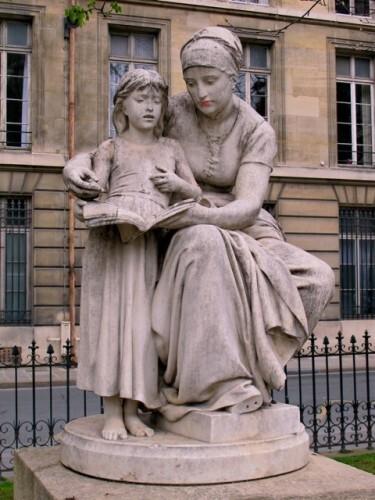 statue femme éducation maternelle Delaplanche
