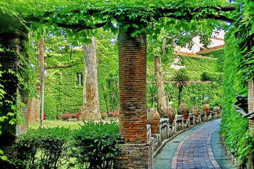 RAVELLO & CIMBRONE. Walking in Ravello & the Villa Cimbrone (Voyages)