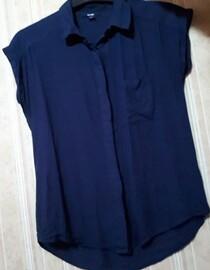 https://www.vinted.fr/mode-femmes/chemises/53762358-chemisier-bleu-taille-s