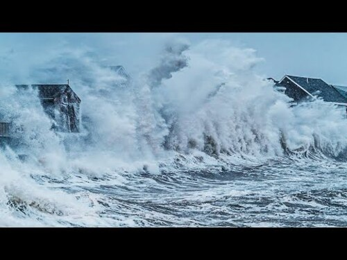 SCITUATE (Mass,USA) Drone Shots of Massive Waves Crash Into Homes (Documentaires)
