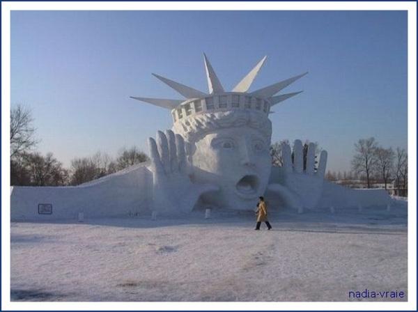 """Sculptures contemporaines.(Communauté""""Entre ombre et lumière)"""