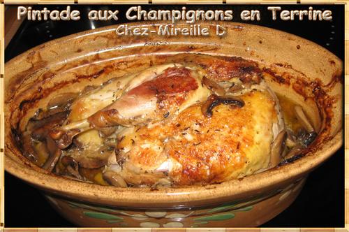 Pintade aux Champignons en Terrine cuite au Four