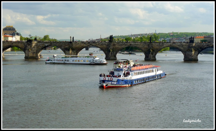 Les tours du Pont Charles de Prague  ( top des monuments).