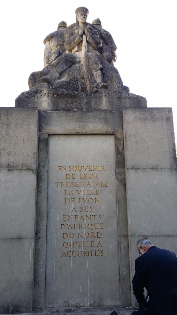 Un monument aux morts à Lyon fait lieu de mémoire de l'Algérie française