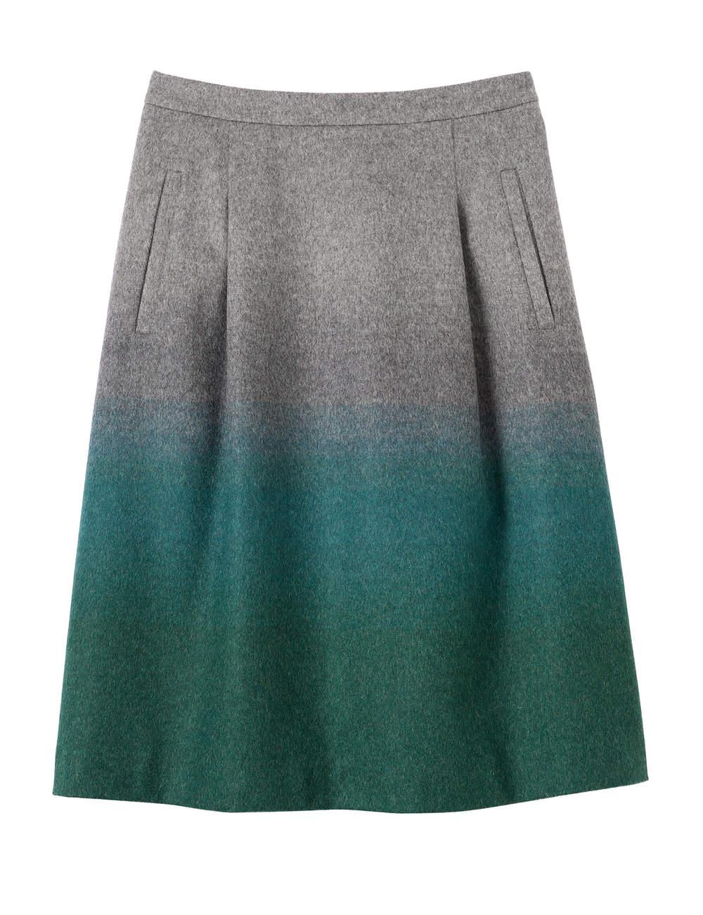 Jupe en laine, poches sur les côtés, Bensimon, 145€.