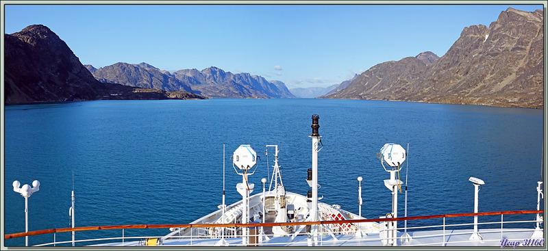 18 h 30 : nous entrons dans le très long (190 km) fjord de Kangerlussuaq (Søndre Strømfjord) - Groenland