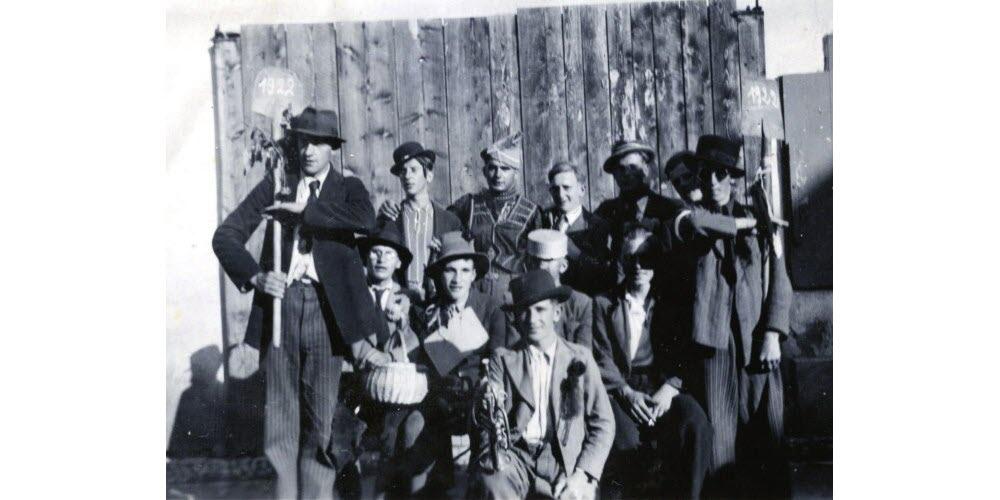 Xavier Kopp (3 e debout en partant de la gauche) avec les conscrits de l'année 1922.Document remis