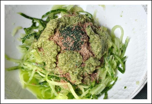 Spaghetti de concombre - sauce pesto