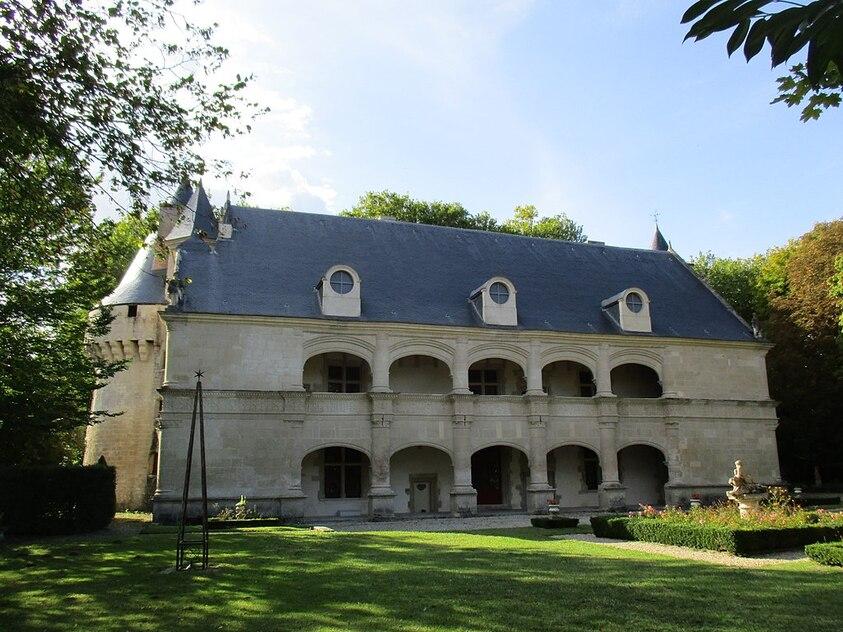 Façade du château de Dampierre-sur-Boutonne.jpg