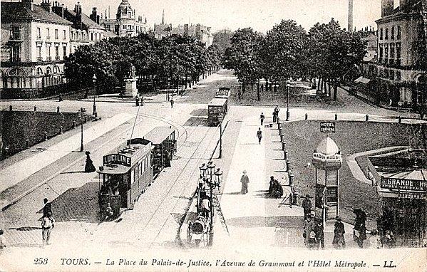 800px-Tramway Tours Palais-de-justice 1910