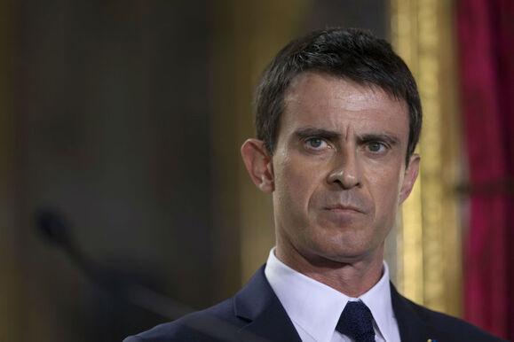 """Manuel Valls déclare que """"l'Etat poursuivra sans relâche"""" les auteurs d'agression contre les policiers et enseignants."""