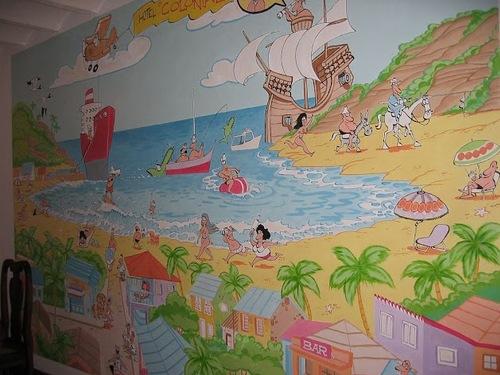 de superbes fresques murales dans un hotel;