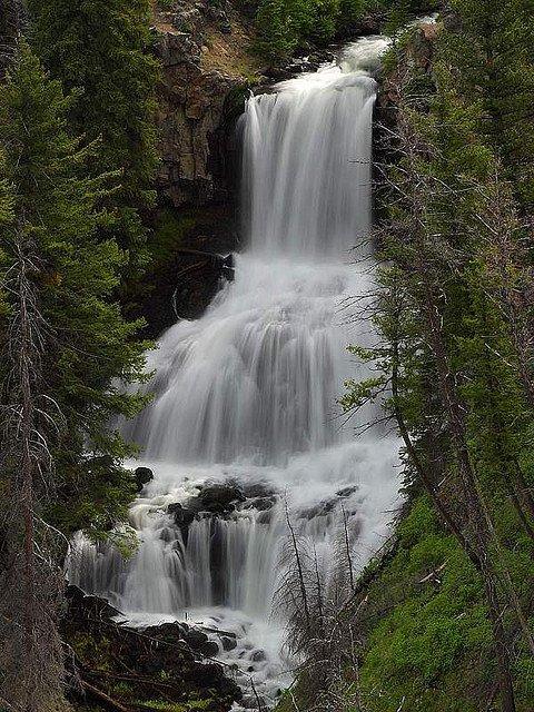 Eclaboussures-cascade.jpg