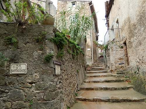 Mourèze  ( Hérault )