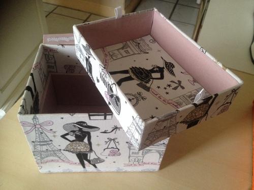 Nouvelle boite en cartonnage avec vitrine