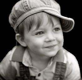 un adorable petit garçon