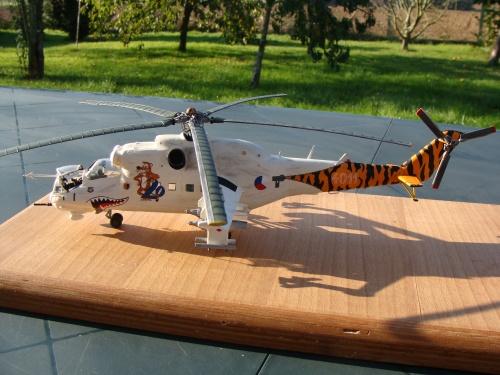 Maquette hélicoptère Mil Mi 24 Hind D version Tigermeet 1994,Force Aérienne Tchèque, au 1/48