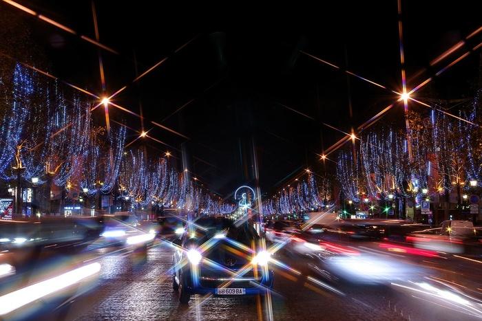 Paris la nuit à Noël- les Champs et la grande roue