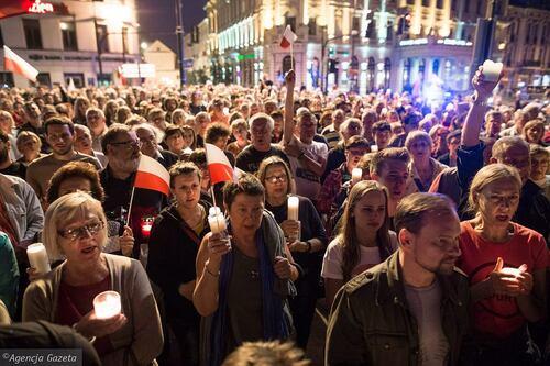 Plus de 100 000 manifestants dans les rues de Pologne