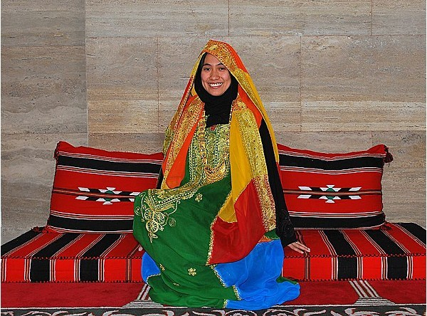 800px-Traditional Wedding Dress of Bahrain