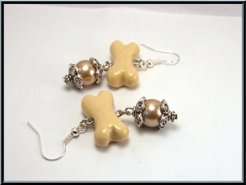Boucles d'oreille os en fimo et perle en verre