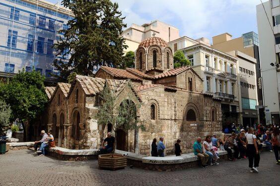 Les Météores sont d'importantes masses rocheuses situées au nord de la Grèce...