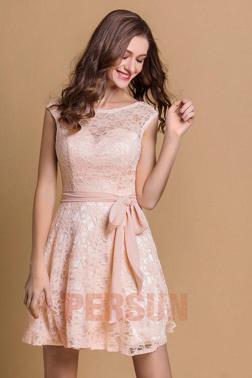 Robe de soirée rose pastel courte dentelle encolure arrondie + décolletée en coeur