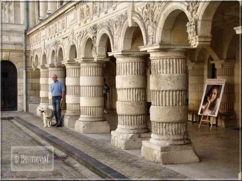 La Rochelle Hôtel de Ville la galerie aux arcades géminées