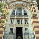 La façade et l'entrée