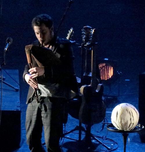 Le concert poétique et chaleureux de Najar a ravi les spectateurs du théâtre Gaston Bernard...