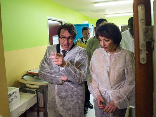 La ministre de la santé, Marisol Touraine (ici au CHU de La Meynard, en Martinique), a annoncé samedi que le virus s'était transmis lors d'un rapport sexuel et non par un moustique.
