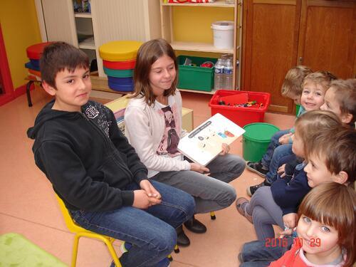 Lecture à la classe de Petite Section