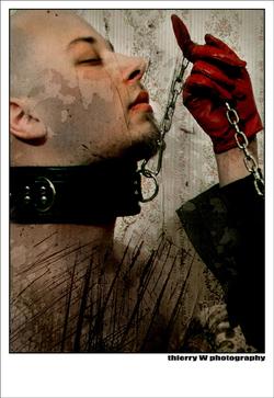 Thierry esclave en cuir…