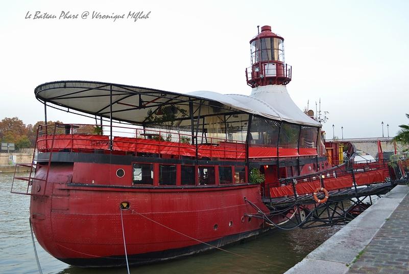 Port de la Gare, Paris 13ème :  Bateau-feu ou bateau-phare