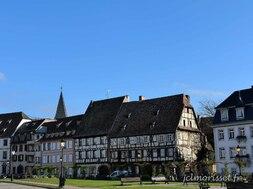 une place de centre ville à Wissembourg