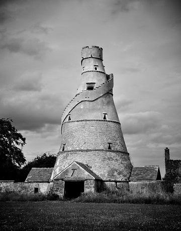 Une tour en forme de tire-bouchon ...