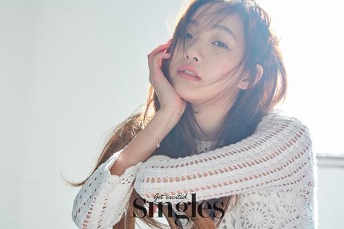 Kim Go Eun pour Singles