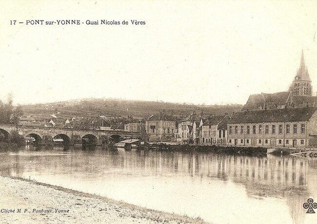 Vue du pont et du quai Nicolas-de-Vères