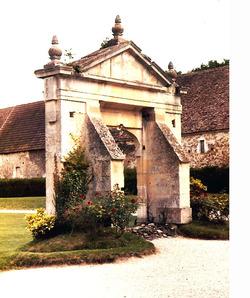 LES REMPARTS DE LOUVAGNY (Calvados)