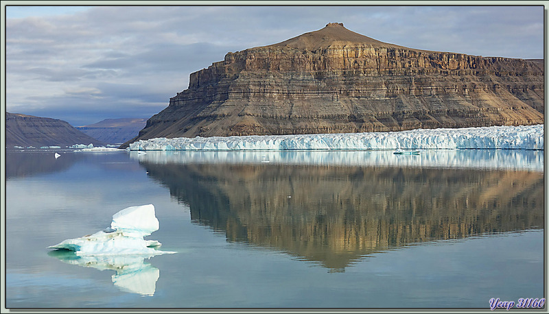 Reflets - Croker Bay - Devon Island - Nunavut - Canada