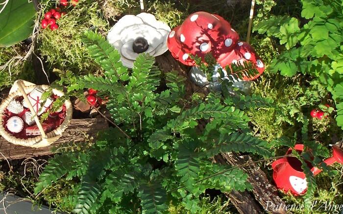 Petit chaperon rouge de Tralala brodé par Patience d'Ange Angélique LEVY