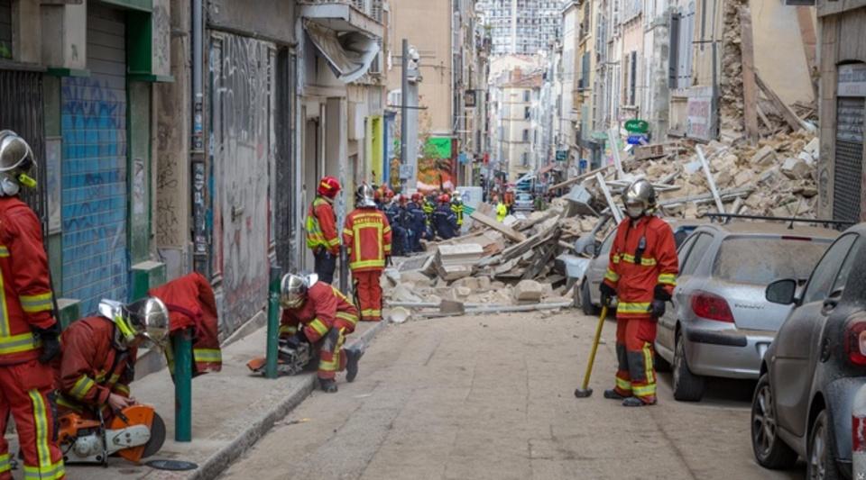 Hommage aux pompiers Marseillais