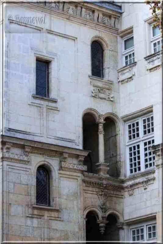 La Rochelle rue des Augustins Maison Henri II tourelle escalier